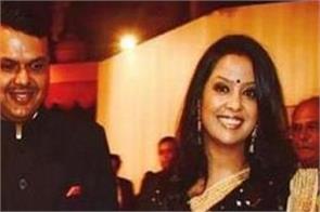 wife of fadnavis trolled in social media