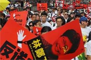 20 000 apply for chance to  vent anger  at hong kong leader
