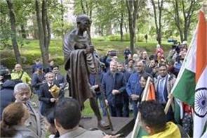 statue of mahatma gandhi unveiled in allotrianpuisto park