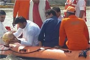 arun jaitley bones flowed into the ganges in varanasi