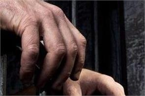 cbi gst officer bribe 3 lakh rupees arrested merrut new delhi