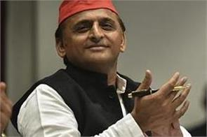 akhilesh says yogi sarkar learn from iim how cows and bulls