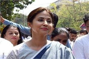 urmila matondkar gave clarification not joining any political party