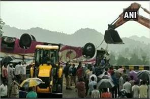 big bus accident in gujarat 11 killed more than 30 injured