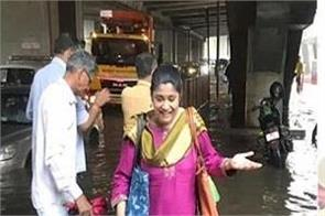 mumbai heavy rains renuka shahane amitabh bachchan water logging news
