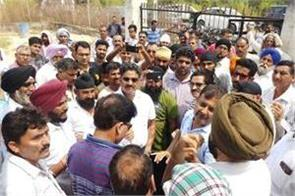 people if jakh vijaypur protest against power cut