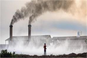 this pollution divides the city and the village