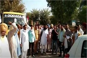 farmers came out on the streets to encircle the house of dushyant
