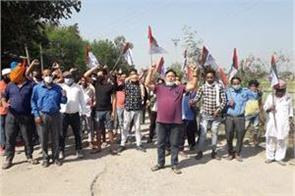 protest in karthua by panthers workers for jarai road