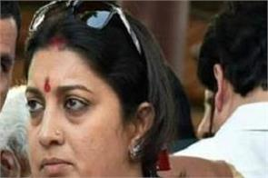smriti irani says selfish family running congress