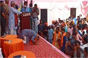 bjp candidates bow in front of the public and ask for votes