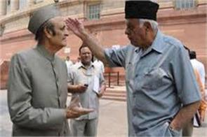 farooq statement on restoration of article 370  unacceptable  karan singh
