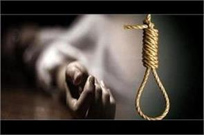 18 year old woman working in kothi hangs herself