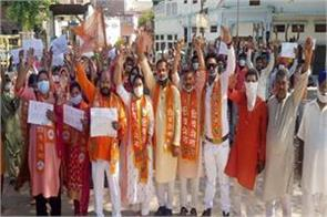 shiv sena protests against rising incidents of rape