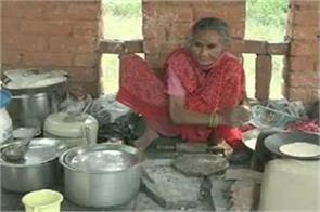 agra s  roti wali amma  also needs help feeds for 20 rupees