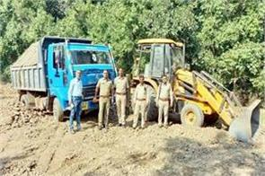 tippers and jcb caught while doing illegal mining