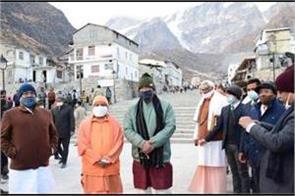 yogi adityanath arrives at kedarnath will go to badrinath today
