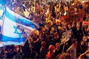 thousands rally outside israel pm benjamin netanyahu s residence