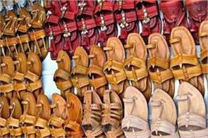 fddi to train artisans of kolhapuri chappals