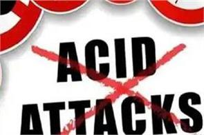 a person threw acid on wife and daughter in a minor dispute