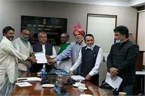 leaders of 10 farmers organizations met with agriculture minister narendra tomar