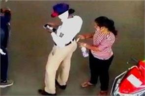 maharashtra female constable caught on camera taking bribe
