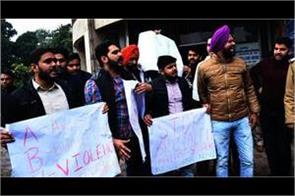 abvp sfs ruckus caused by the strike police handled