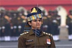 anand mahindra and amitabh bachchan praised captain tanya