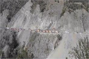 landslide disrupts traffic on jammu and kashmir highway