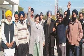 obc sikh community protests at district headquarters for not getting certificate