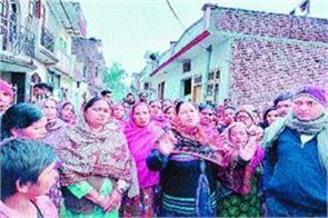 villagers open front against sale of illegal liquor