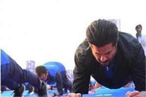 actor  anil kapoor  made world record by doing plan exercises