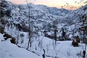 flights disrupted fresh snowfall kashmir 25 cm snowfall kupwara