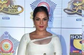 richa chadda looks beautiful in saree