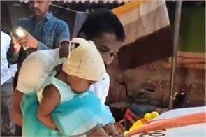 maharashtra person who imprinted daughter feet on car is being praised
