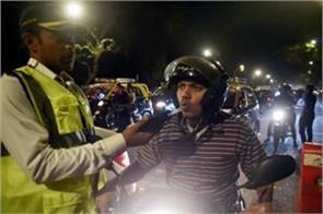 mumbai people broke traffic rules in new year celebration 1878 people fined
