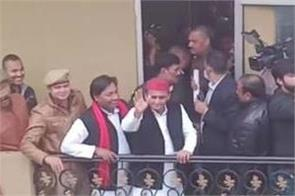 akhilesh reached kanpur met family members of youth killed during violence