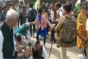 female deputy collector attacked during protests in support of caa