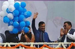 vikas purush  kejriwal on the throne of delhi