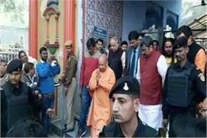 yogi arrives at sankatmochan temple amidst delhi trends