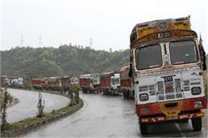 one way traffic continues on srinagar jammu highway