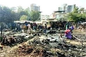 fire in workers  slum in bharuch burning 40 huts