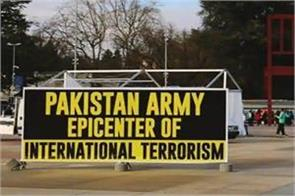 pak minorities put up posters against their own army outside un office
