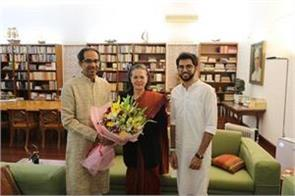 uddhav thackeray meets sonia gandhi thanks for cooperation