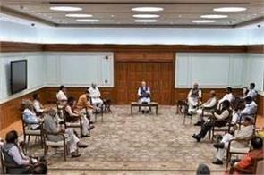 pm setting an example at his cabinet meeting