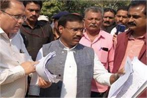 half dozen bjp mlas touch congress panchayat min kamleshwar