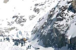5 killed as avalanche hits pakistan hill station several injured