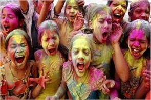 keep these things in mind while the child is playing holi