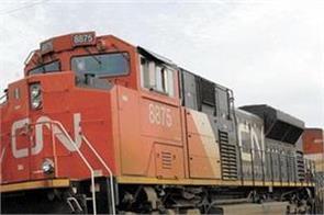 railway contractors strike warning said 25 000 crore bill pending