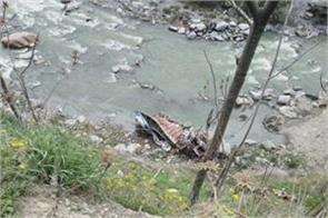 truck fall in nallah near banihal jammu